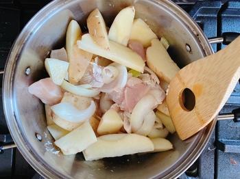 じゃがいもと鶏肉のチーズトマト煮02.JPG