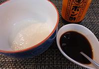 お皿に(1)と(2)を盛り付け、すりおろした長芋をのせ、(3)をかける
